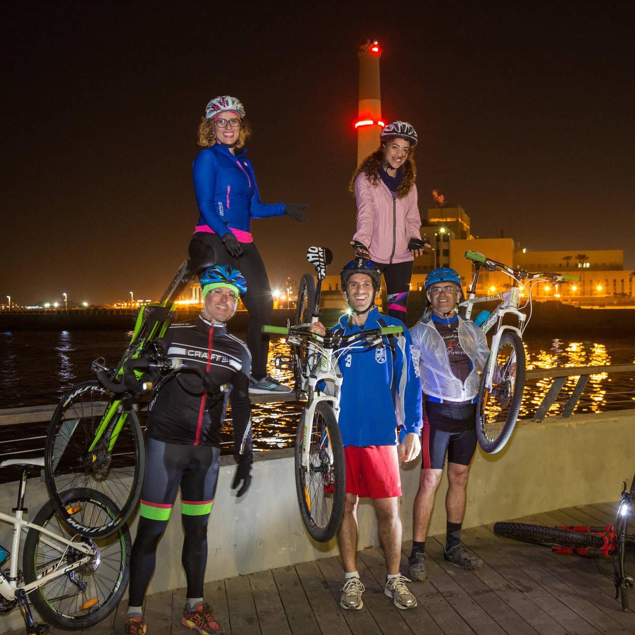 קבוצת רוכבי האופניים (צילום: אודי גורן)