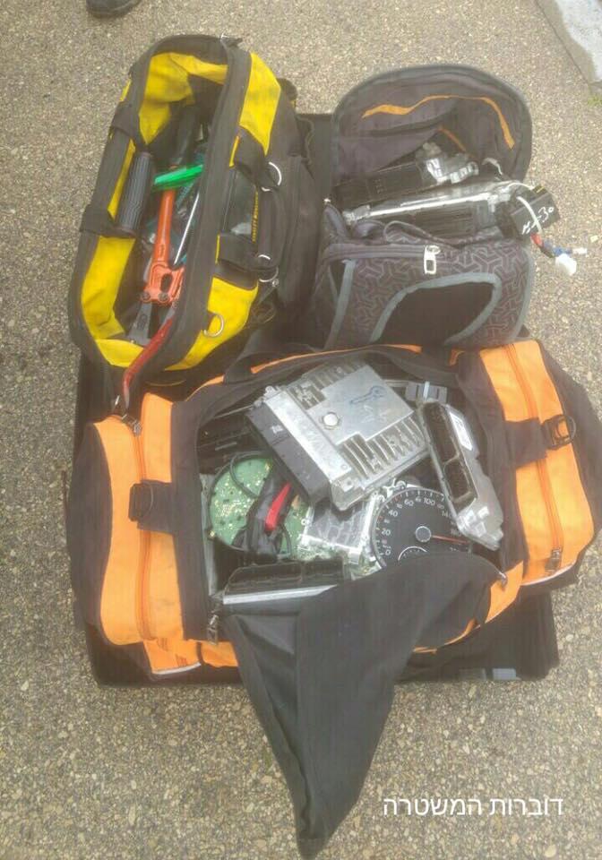 כלי הפריצה של הגנבים (צילום: דוברות המשטרה)
