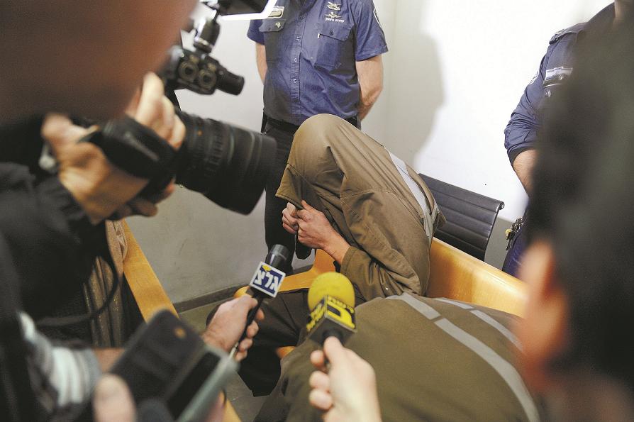 החשוד ברצח בהארכת מעצרו (צילום: רמי שלוש)