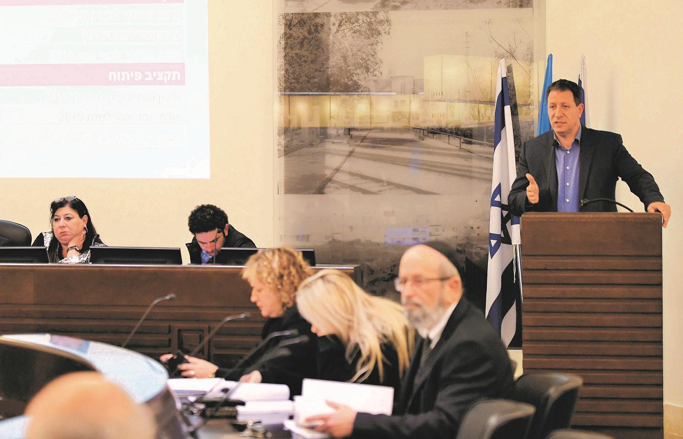 ישיבת מועצת העיר על אישור התקציב. (צילום: ראובן כהן)
