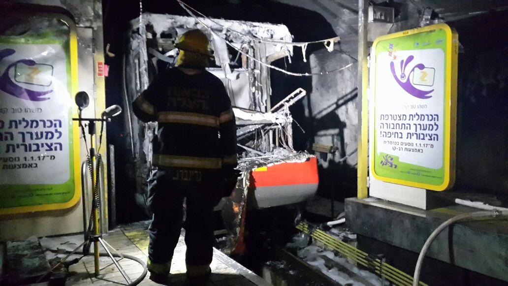 הכרמלית לאחר השריפה (צילום: דוברות כיבוי אש והצלה מחוז חוף)