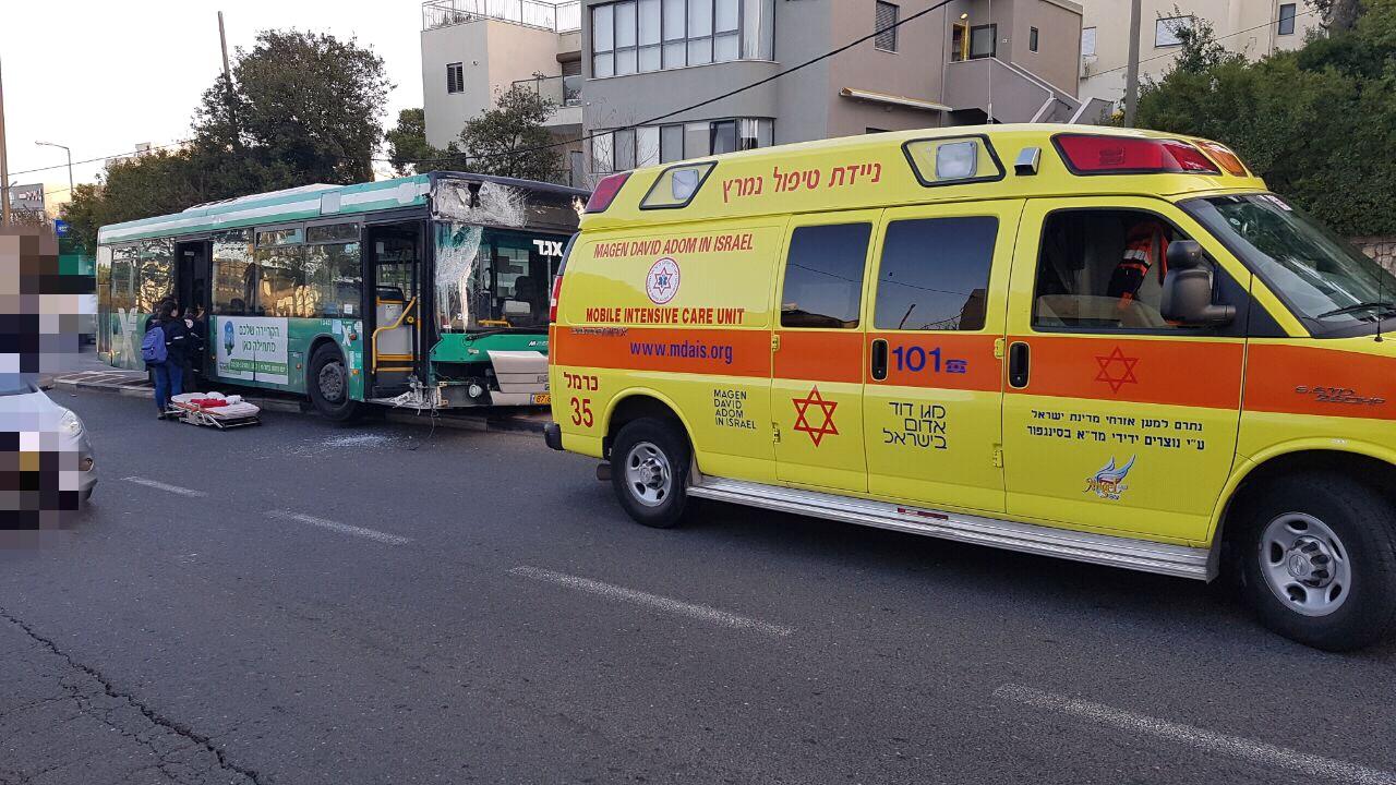 """זירת התאונה ברחוב חורב בחיפה (צילום: דוברות מד""""א מרחב כרמל)"""