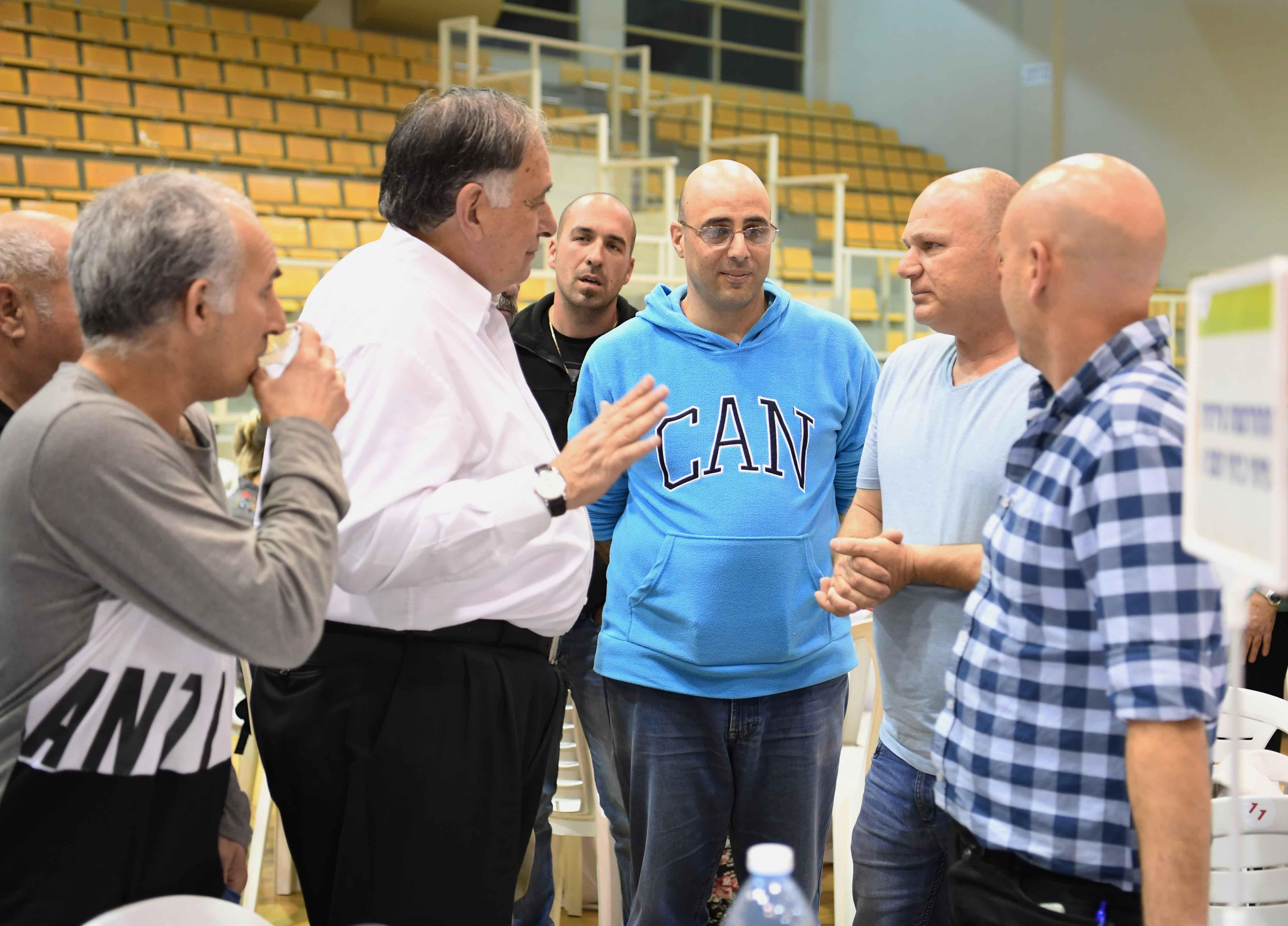 יונה יהב במפגש עם התושבים (צילום: ראובן כהן, דוברות עיריית חיפה)