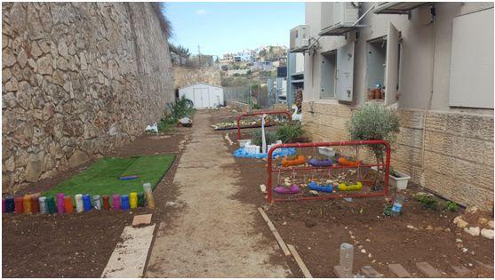 הגינה האקולוגית בבית הספר חדשני (צילום: איגוד הערים להגנת הסביבה)