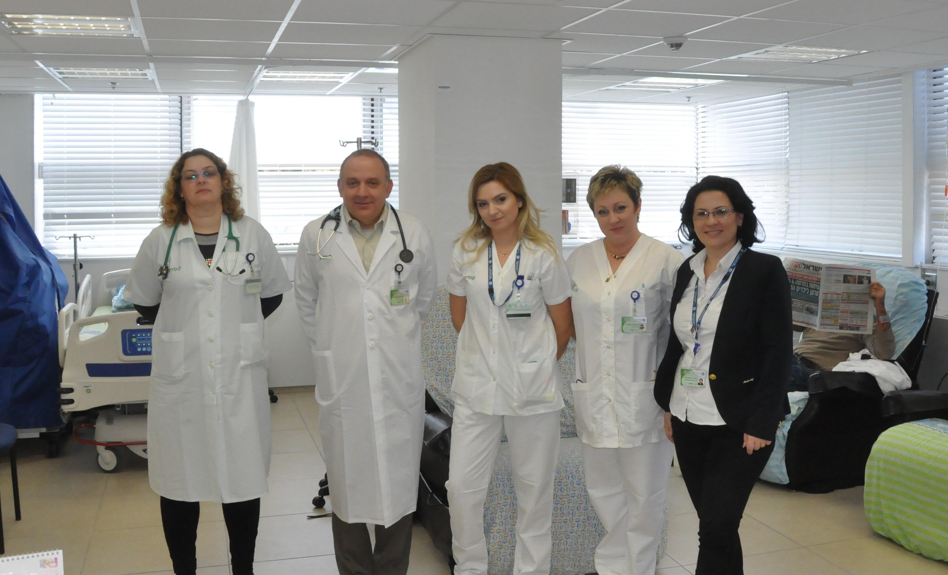 הצוות המטפל במתחם הטיפולים ההמטואונקולוגי (צילום דוד חורש, דוברות שירותי בריאות כללית)