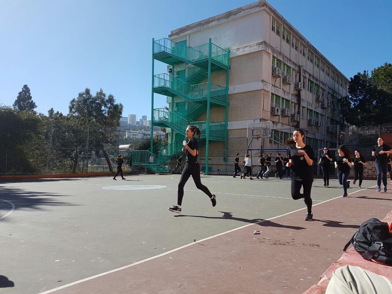 תלמידי עירוני ג' באימון ריצה (צילום: עירוני ג')