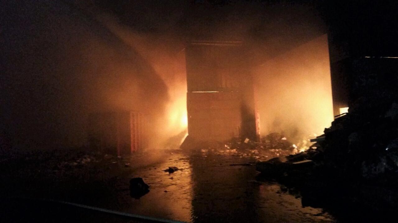 שריפה בקרית ביאליק (צילום: דוברות כיבוי אש והצלה מחוז חוף)