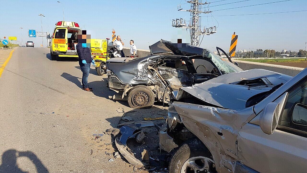 """תאונה בקרית אתא (צילום: איתי מזור, דוברות מד""""א כרמל)"""