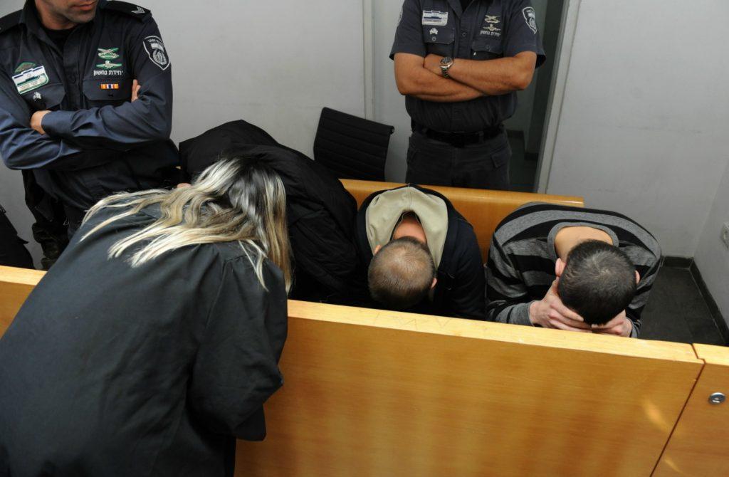 הנאשמים בבית המשפט (צילום: רמי שלוש)