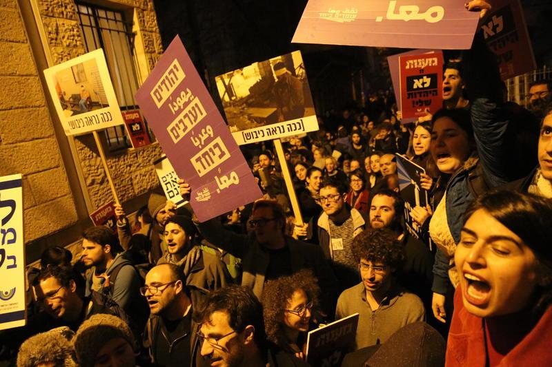 הפגנה נגד סגירת גלריה ברבור (צילום: אמיל סלמן)