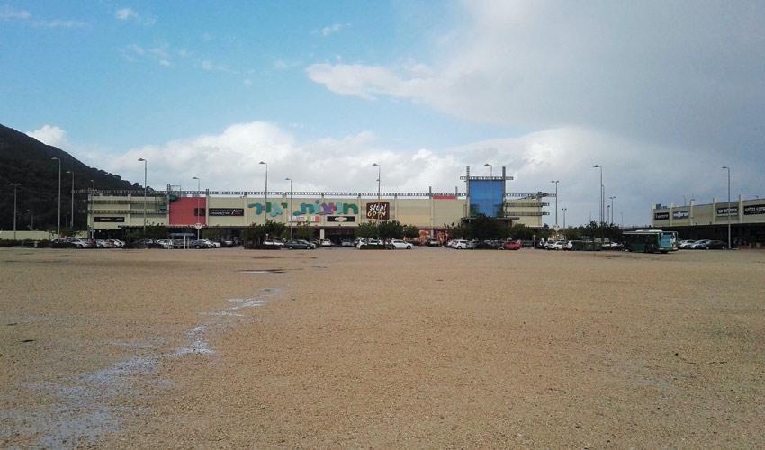 חניון חוצות יגור (צילום: אביב מלכי)