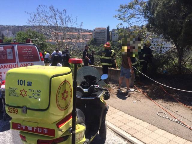 """כוחות ההצלה באתר התאונה (צילום: דוברות מד""""א כרמל)"""