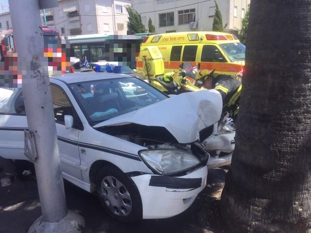 """תאונה בשדרות הנשיא (צילום: דוברות מד""""א כרמל)"""