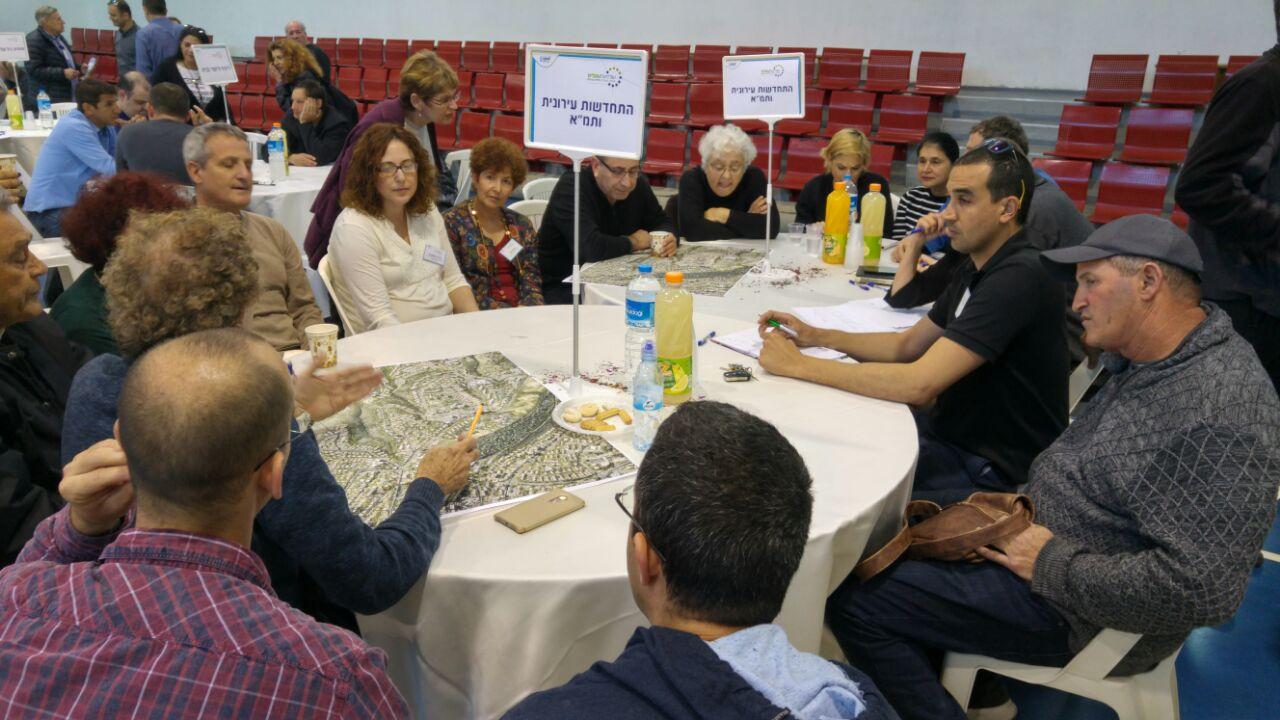 מפגש השולחנות העגולים של רמת התשבי, הכרמל הצרפתי ורמת שאול (צילום: אבי רוט)