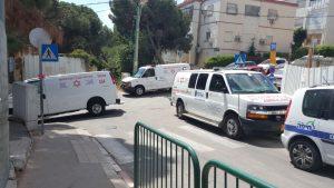 """כוחות מד""""א בקרבת בית הספר דוד ילין (צילום: דוברות מד""""א כרמל)"""