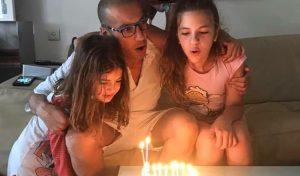 """מורד חוגג את יום הולדתו עם בנותיו. """"""""יודע לנתב מה חשוב יותר ומה חשוב פחות בחיי"""""""
