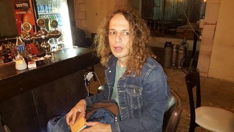 פרופ' אמיר חצרוני בחיפה. בדד