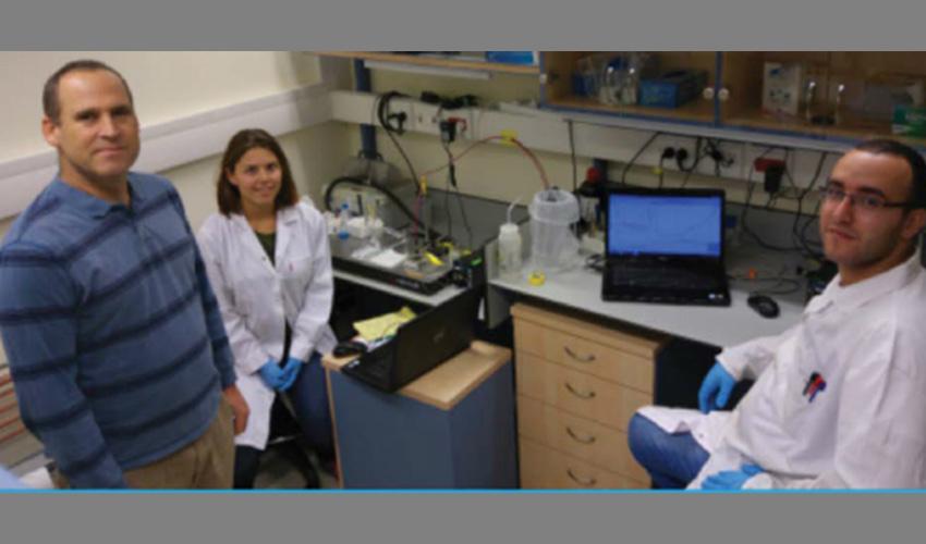צוות המחקר במעבדת הפקולטה להנדסת ביוטכנולוגיה ומזון בטכניון (צילום: מעבדת סגל הטכניון)