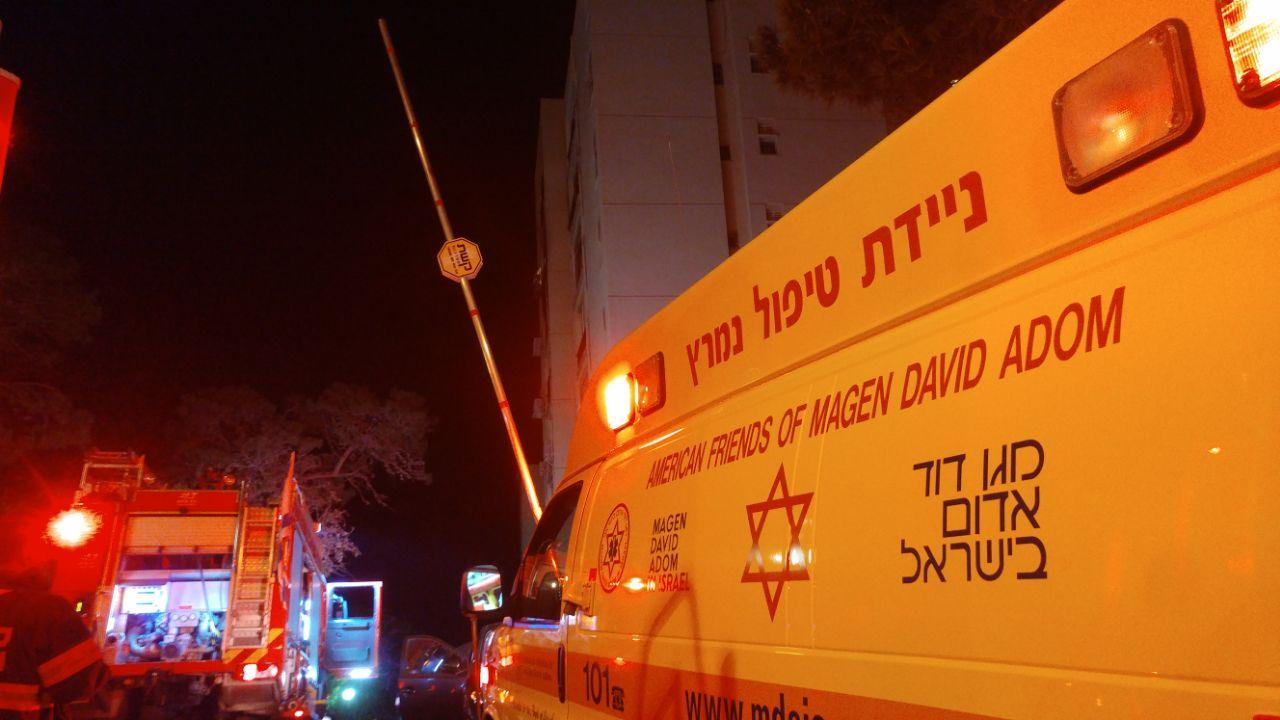 """אירוע השריפה בשדרות הנשיא בחיפה (צילום: מד""""א כרמל)"""