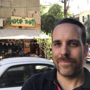 """טויכר. """"כשיצאתי מהארון הייתי נוסע לבלות בתל אביב כדי לא להיחשף"""""""