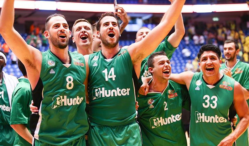החגיגות של מכבי חיפה אחרי הניצחון על מכבי תל אביב (צילום: דני מרון)