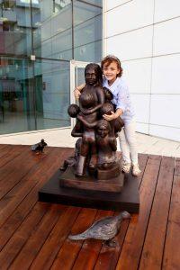 """הפסל """"אהבה מרפאת"""" (צילום: פיוטר פליטר)"""