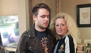 """מאירה שיינברג ובנה יובל. """"גם אם הוא אוטיסט עדיין כיף לו"""""""