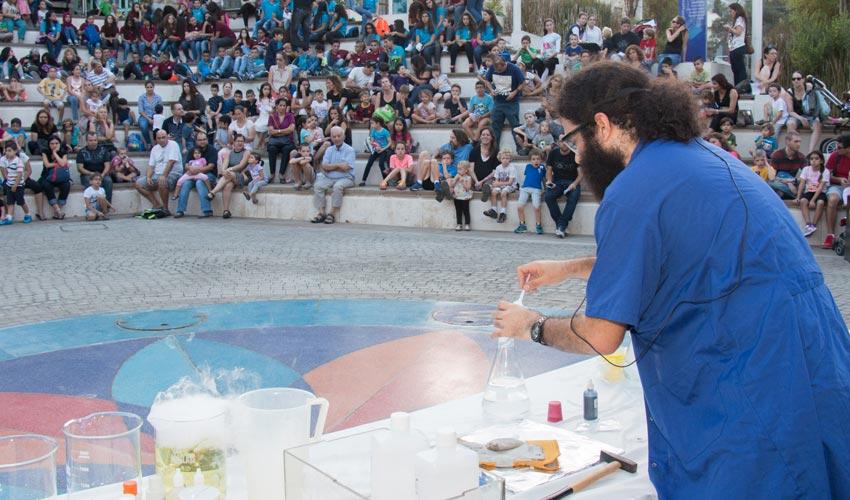 """פעילות לקהל במדעטק (צילום: יח""""צ)"""