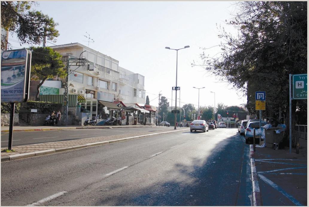 מתחם מסחרי בציר מוריה (צילום: חגי פריד)