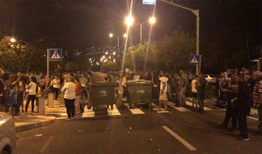 מחאת תושבי רחוב אבן גבירול, אתמול (צילום: הנא בזה סאבר)