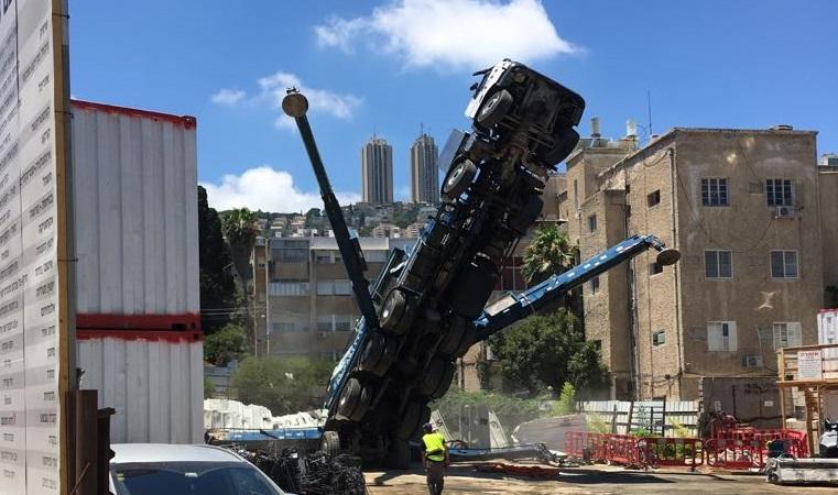 """המשאית שנטתה בפרויקט """"מגדל אחד העם"""""""
