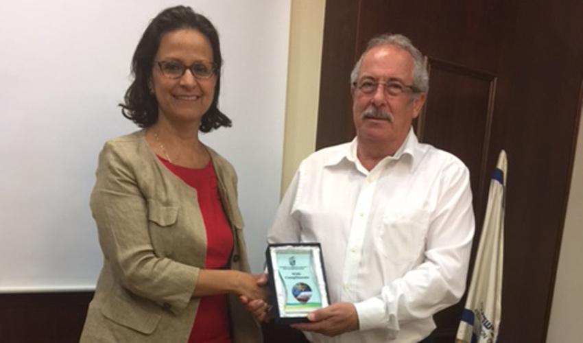 נשיא לשכת המסחר דוד קסטל ושגרירת אקוודור מריה גבריאלה טרוז'ה (צילום: משה צוריך)