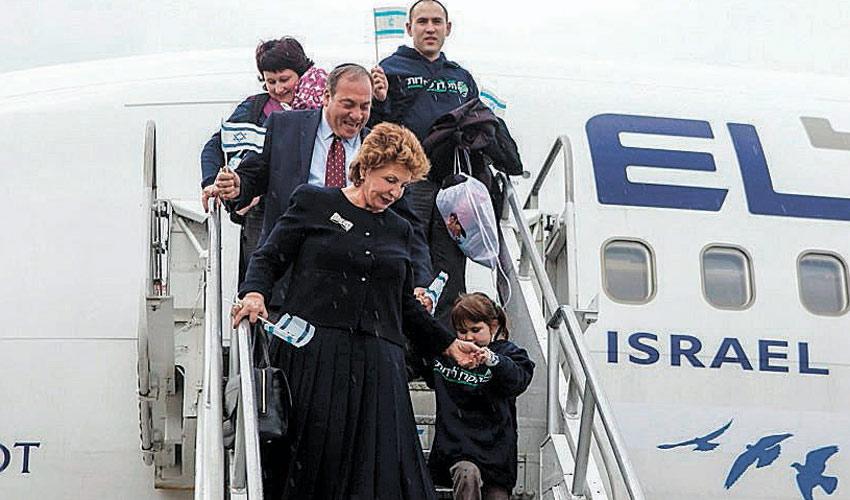 עולים חדשים נוחתים בישראל (צילום: זד פילמס)