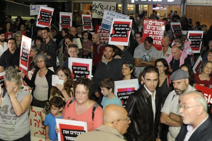 הפגנה נגד הכיבוש בחיפה (צילום: רמי שלוש)