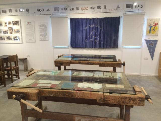 סדנת מלאכה בבית הספר הריאלי (צילום ארכיון: מוזיאון הריאלי)