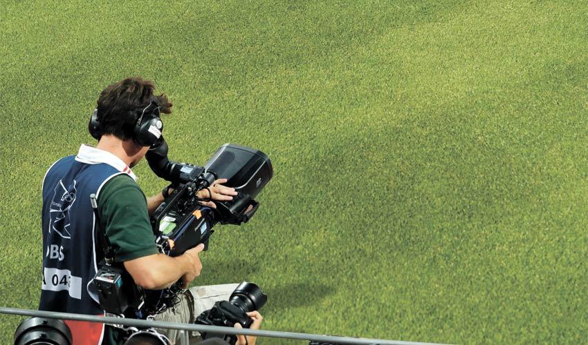 מצלמת טלוויזיה. 983,000 שקל למכבי, 234,000 שקל להפועל (צילום: CHARLIE RIEDEL)