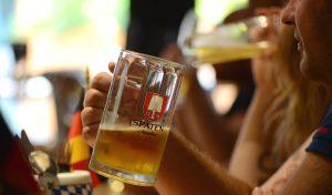 ויש גם בירה בעשרה שקלים (צילום: יפעת ירושלמי)