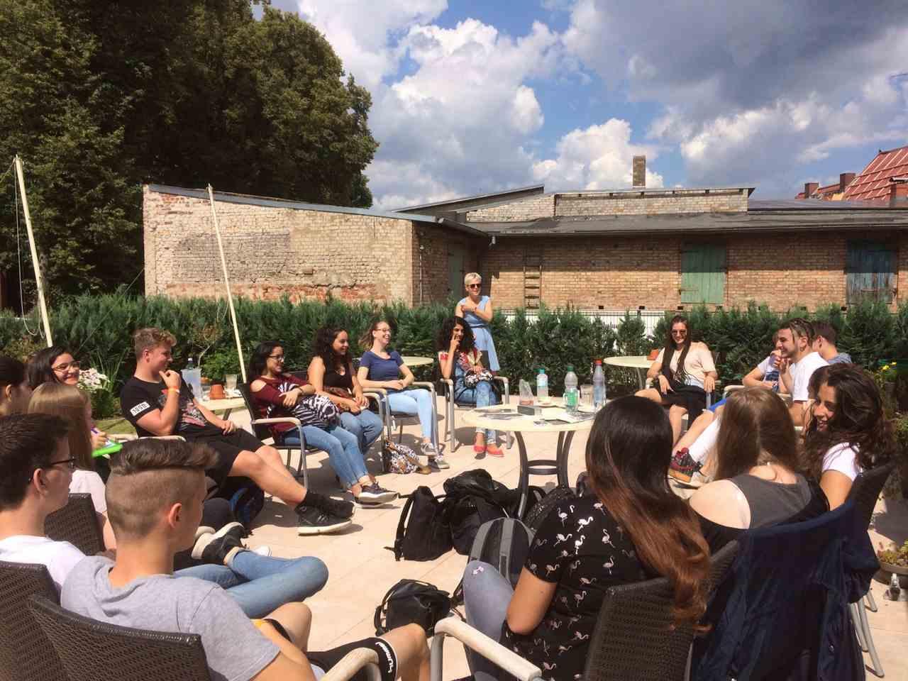 """משלחת הנוער היהודית-ערבית מבית הגפן (צילום: יח""""צ)"""