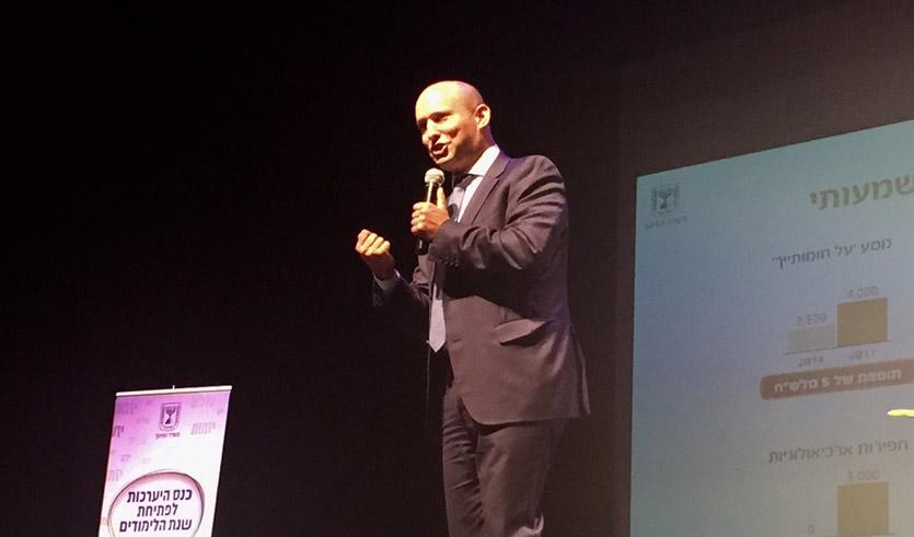 שר החינוך נפתלי בנט בכנס בתיאטרון חיפה (צילום: שושן מנולה)
