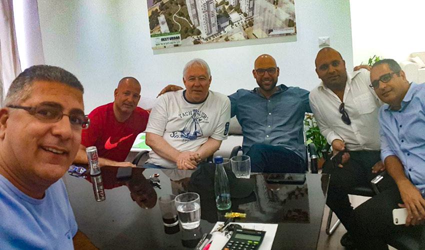 פגישת האימוץ של הפועל חיפה (צילום: דוברות הפועל חיפה)