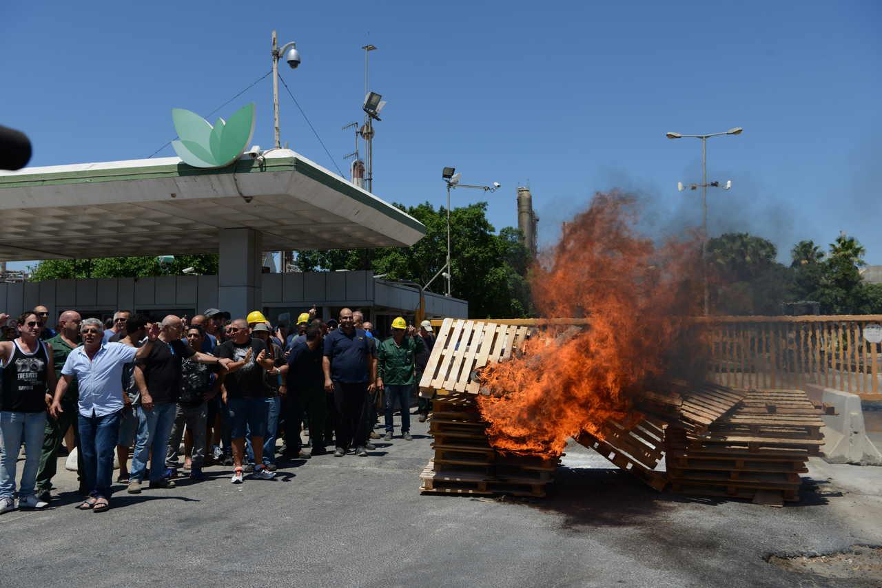 הפגנת עובדי חיפה כימיקלים (צילום: גיל אליהו)
