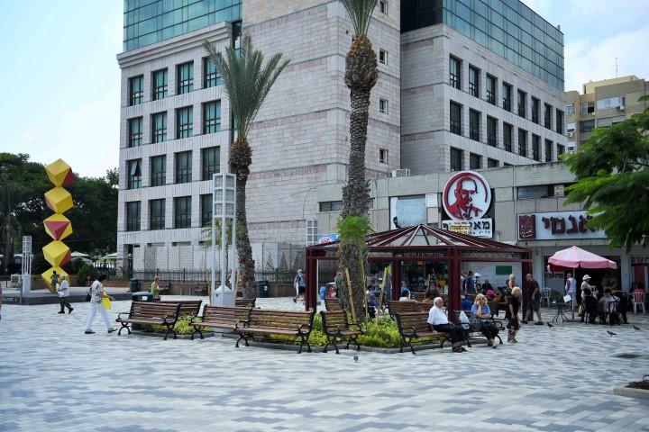 כיכר מאירהוף המשופצת (צילום: ראובן כהן)