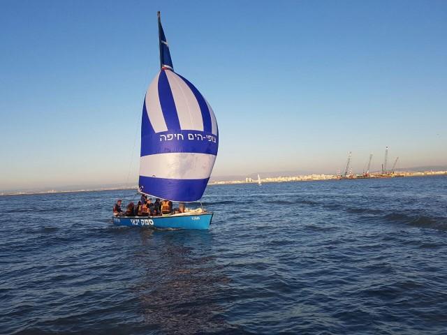 צופי הים בהפלגה (צילום: שבט צופי ים חיפה)