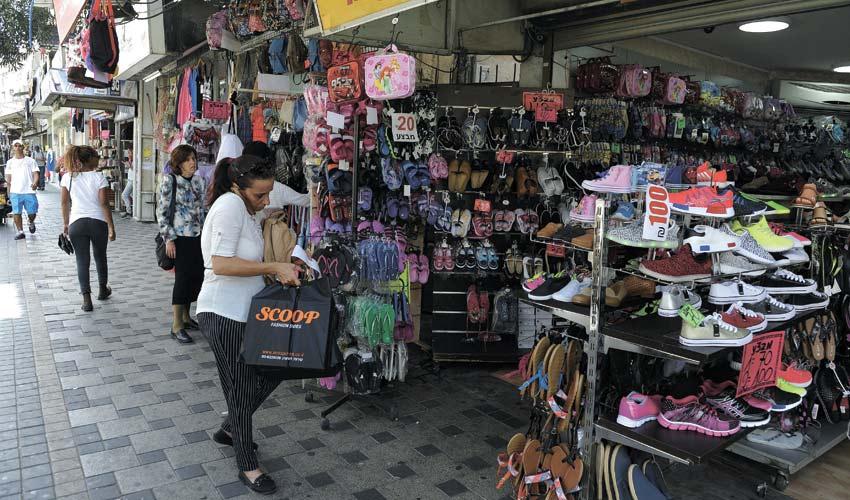 עסקים ברחוב הרצל בשכונת הדר (צילום: רמי שלוש)