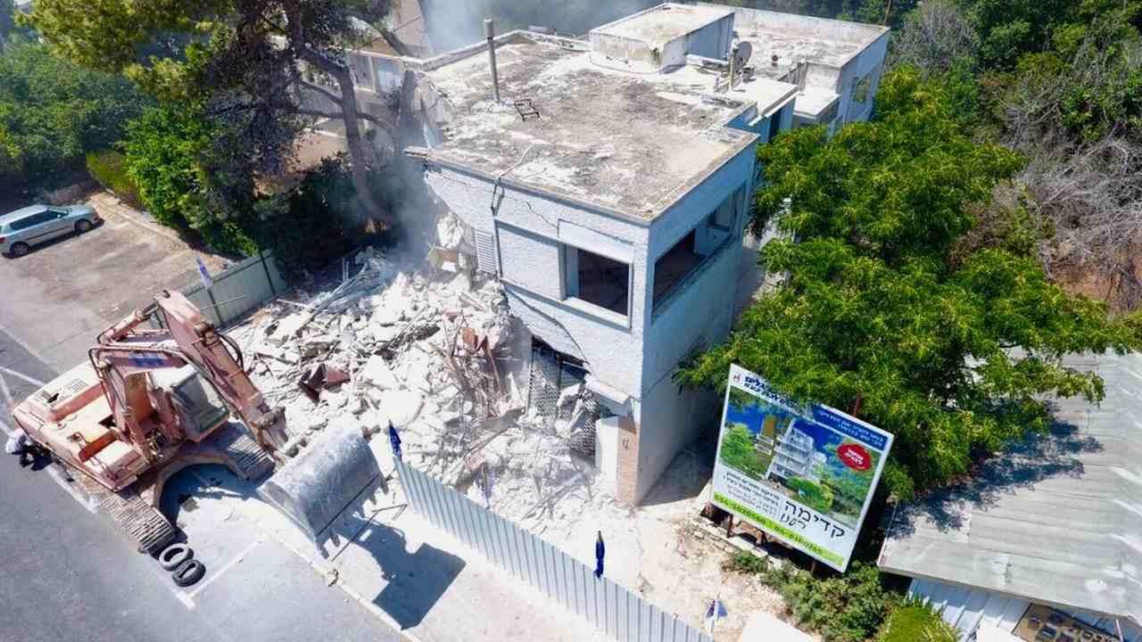 הריסת הבניין ברחוב רענן 4 (צילום: חברת גבי בן גלים)