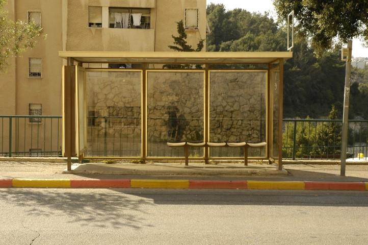 תחנת אוטובוס ישנה (צילום: אסף אורן)