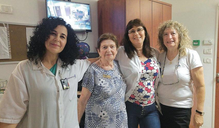 אוולינה יודקוביץ' וצוות מרפאת מכבי שירותי בריאות במרכז חורב (צילום: דוברות מכבי שירותי בריאות)