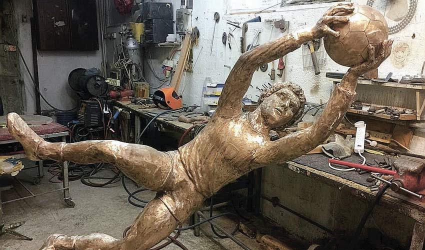 הפסל לזכרו של אבי רן. דרושים עוד 400,000 שקל