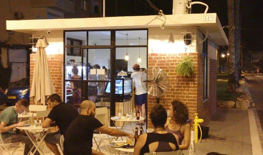 מילהאוס. מעוצב כמו בתי הקפה בשדרות רוטשילד בתל אביב (צילום: נעמה סובול)