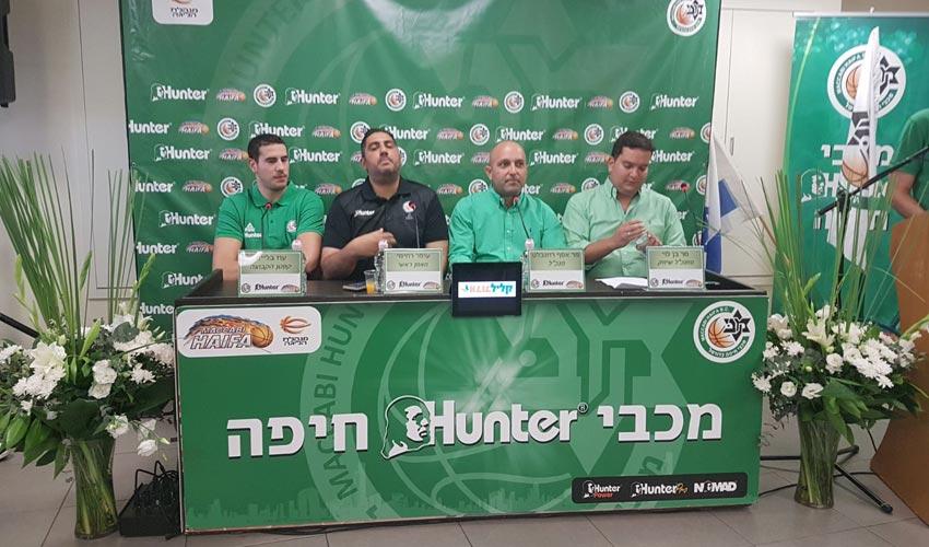 """מסיבת העיתונאים של מכבי חיפה. עוז בלייזר: """"אני מקווה שנעלה עוד מקום אחד בלבד"""""""